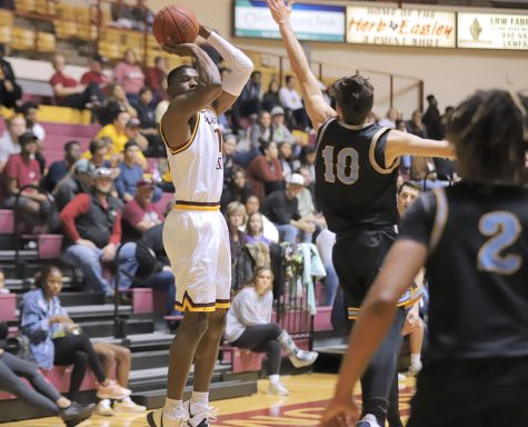 Men's hoops comeback falls short