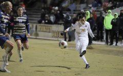 Men's soccer snaps losing streak