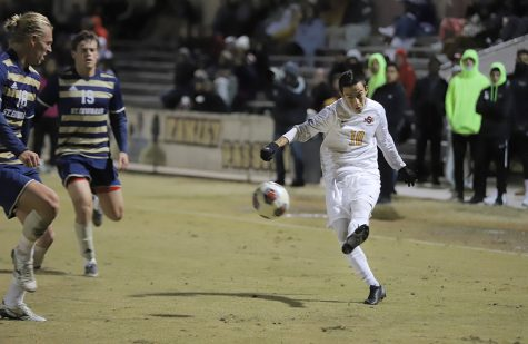 Men's soccer snaps losing streak