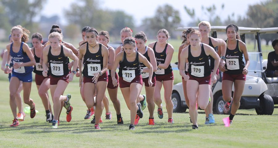 The+cross+country+takes+off+at+the+start+of+the+women%27s+5km+race+at+the+Red+River+Shoot+Out.+Oct+10.+Photo+by+Bridget+Reilly