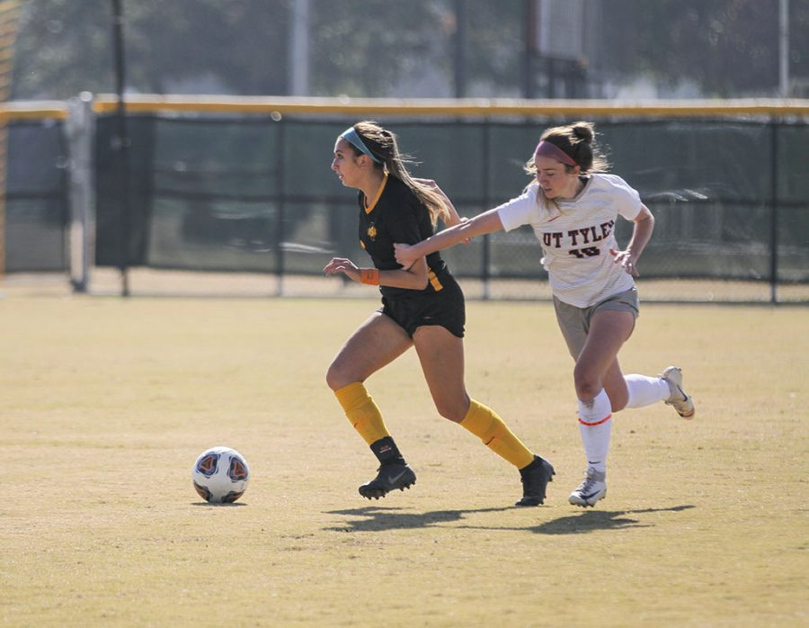 Pre-physical+therapy+freshman+Alyssa+Salinas+keeps+the+ball+away+from+an+opponent.+Nov+9.+Photo+by+Colin+Stevenson.