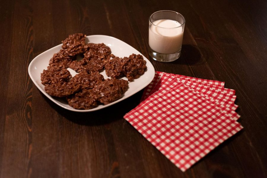 A plate of no-bake cookies