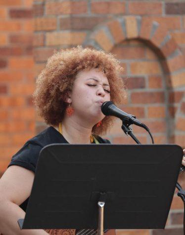 Roberts sings