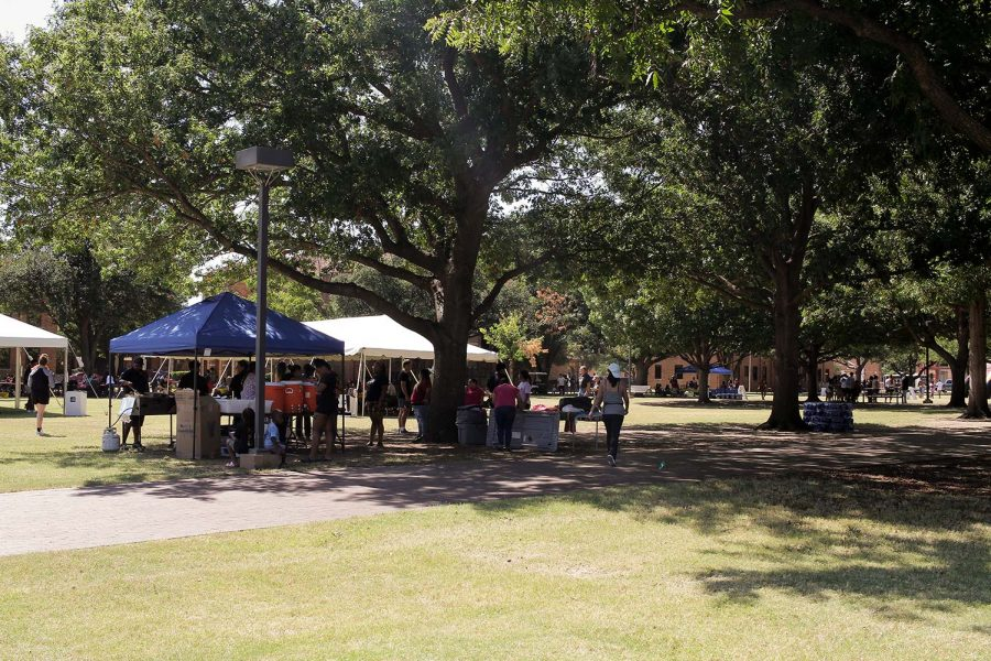 Students and their families partake in Family Weekend.